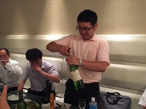 手際の良いワインの開栓